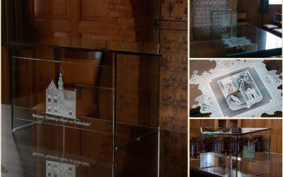 Tafelblad en lessenaar in trouwzaal